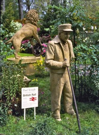 ... leading Railman Bernard Carter ...  (Click to enlarge)